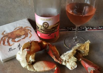Txakolina rosado with crab